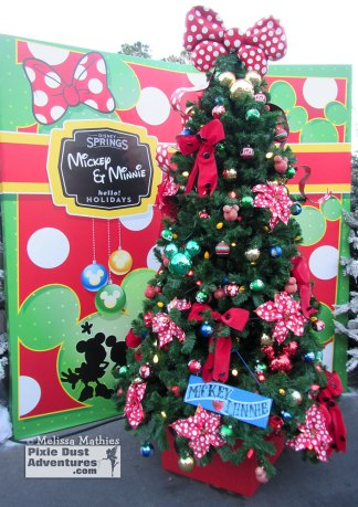 Christmas_DisneySprings_TreeTrail